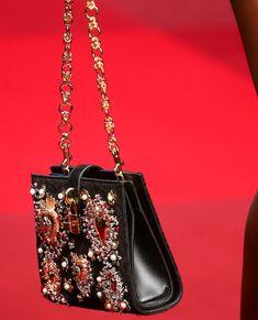 Dolce & Gabbana Spring 2015 Ready-to-Wear Dolce & Gabbana, Beautiful Handbags, Beautiful Bags, Handbag Accessories, Fashion Accessories, Fashion Bags, Fashion 2015, Floral Fashion, Italian Fashion