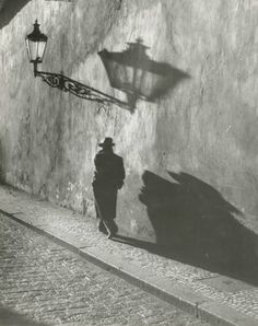 He said I was perfection , and I blushed in My heart ...... — gueule-de-loupviolette: Prague ( 1930s).