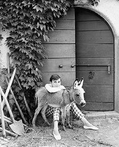 Portrait of Audrey by Norman Parkinson at La Vigna, Italy. Copyright © Norman Parkinson Ltd.