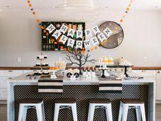 Buffet d'Halloween Halloween Party Favors, Halloween Table, Diy Halloween Decorations, Halloween House, Halloween Themes, Halloween Printable, Halloween Cocktails, Printable Party, Printable Labels
