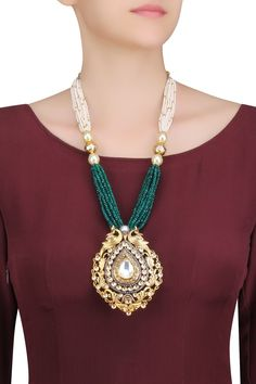 ANJALI JAIN Antique gold finish polki, green quartz and shell pearls peacock necklace set available only at Pernia's Pop Up Shop. Antique Jewellery Designs, Indian Jewellery Design, Antique Jewelry, Jewelry Design, Indian Jewelry Sets, Indian Accessories, Tatting Jewelry, Beaded Jewelry, Salwar Kameez