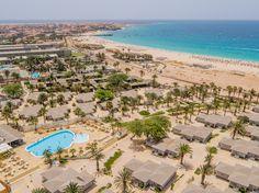 Vista aérea Hotel Oásis Belorizonte Hotel Oasis, Cape Verde Sal, Resorts, Cap Vert, Palace, Paris Skyline, Bon Voyage, Morocco, Brazil