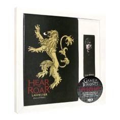 Pack que incluye una libreta simil piel con el emblema de la casa Lannister y un punto de libro magnético.