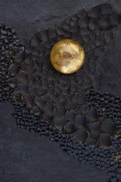 """Série """"NOIR"""" — Nathalie Chaulaic mosaiste Wall Sculptures, Sculpture Art, Egg Shell Art, Art Texture, Diy Resin Art, Gold Art, Acrylic Art, Wall Art Designs, Mosaic Art"""