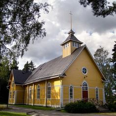 Sundom kyrka Grave Monuments, Church Building, Graveyards, Cabin, Country, Buildings, Architecture, House Styles, Cathedrals
