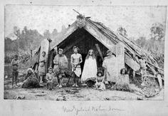 Maori family outside a whare puni - ca Maori Words, Nz History, Maori People, Maori Designs, New Zealand Art, Maori Art, Vintage Gothic, Historical Pictures, First Nations