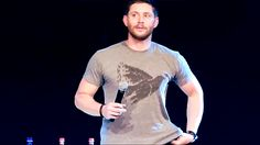 [GIF] Jensen Ackles mmm yummy ლ(❤ʚ❤ლ) #Jibcon6 || I'd already pin this ... BUT I CAN'T HELP IT ♥◡♥ good reasons LOL || damn apple juice ~ Jensen Ackles Jibcon 2015