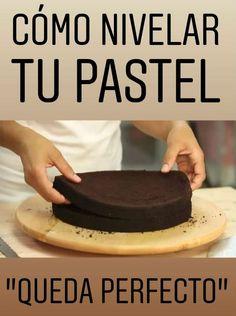 En esta ocasión la repostera te mostrará cómo nivelar y cortar un bizcocho ¡Le queda perfecto! Sweet Recipes, Cake Recipes, Un Cake, Cake Cover, Cake Tutorial, Baking Tips, Cakes And More, Cooking Time, Cake Decorating