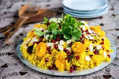 Apricot, Almond & Pomegranate Rice Pilaf is simple to make - dinner done in a flash. Side Dish Recipes, Side Dishes, Main Dishes, Great Recipes, Healthy Recipes, Healthy Eats, Favorite Recipes, Pomegranate Recipes, Lentil Recipes