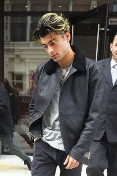 ZAYN in NYC, clean-shaven and with Green-Streaky Hair. 14 May 2017. Follow rickysturn/ZAYN-malik