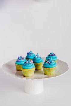 Sweet Deer Hand-painted cakes specialised in bespoke hand-painted cakes. Cupcakes Kids, Cupcake Cookies, Paint Cookies, Hand Painted Cakes, Mermaid Cakes, Deer, Party, Desserts, Food