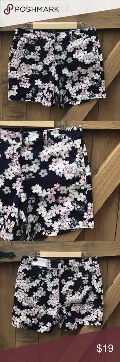 NWT Ann Taylor LOFT size 6 floral shorts NWT Ann Taylor LOFT size 6 floral shorts: BIN 10 LOFT Shorts