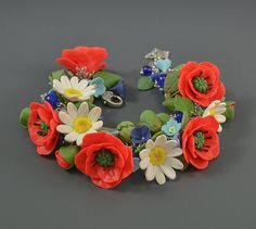 Poppy flowers cha cha charm bracelet Polymer clay by PommeDeNeige Polymer Clay Flowers, Polymer Clay Jewelry, Handmade Jewelry, Unique Jewelry, Handmade Gifts, Spring Has Sprung, Poppies, Floral Wreath, Dorothy Gale