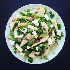 Lunch time : salade de roquette aux poires, chèvre et noisettes ! Recette de @bowl_and_spoon ! Ça a l'air magnifiquement bon !! #healthy #healthyfood #food #eat #fitness #light #motivation #instagood #equilibre #diet #cleanfood #fitfood #fit #goodfood #lunch #lunchtime #bowlandspoon #bowlandspoonblog