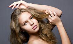 A partir de hoy nos proponemos tener un cabello perfecto. ¿Quiénes se anotan? ¡Me imagino que todas! Es que si tuviéramos la varita mágica de la belleza todas las mujeres haríamos que nuestro pelo esté fuerte y sano, bien brillante, sedoso e hidratado, como el de las modelos de las publicidades.¿Y si te digo qu