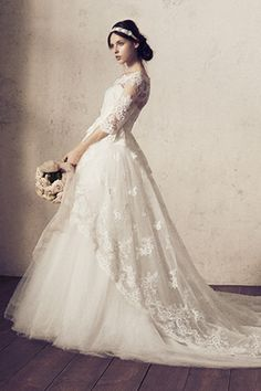 of The Most Popular Wedding Dresses at The Moment Ideas Bridal Gowns, Wedding Gowns, Popular Wedding Dresses, Dress Vestidos, Dress Cake, Wedding Dress Accessories, Classic Wedding Dress, Dream Dress, Bridal Style