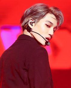 his jawline- im quaking Baekhyun, Kaisoo, Exo Kai, Chanbaek, Park Chanyeol, K Pop Boy Band, Boy Bands, Woozi, Exo Fan Art