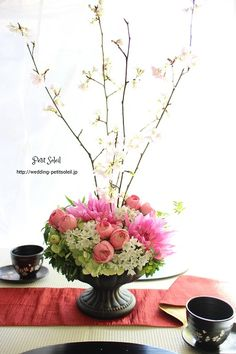 桜装花 和のウェディング Japanese Modern, Japanese Style, Dwarf Fruit Trees, Japanese Flowers, Wedding Table Settings, Table Flowers, Centre Pieces, Flower Centerpieces, Wedding Images