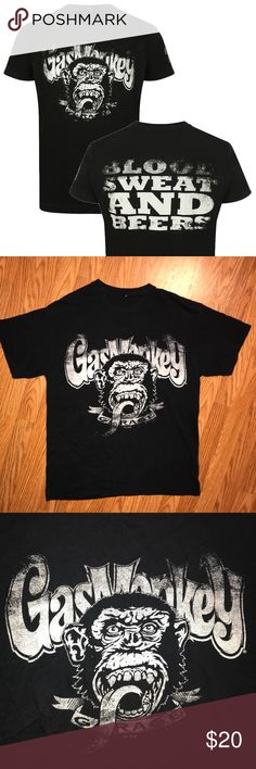 Gas Monkey Garage Distressed Blood, Sweat & Beers United in the love of fast cars and hot rods, Richard & Aaron finally founded the now world-famous GAS MONKEY GARAGE. At the latest since the makeover series fast N' loud, are these two professional mechanic known for your casual and cool art.  This EUC shirt is everything you want in more if you're a gas monkey! No damage (besides the tags being cut out.) Bought in 2015 in Dallas, TX at the original Gas Monkey Garage Merchandise store…