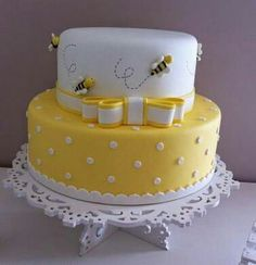 37 Ideas Baby Shower Cookies White Birthday Parties For 2019 Bee Cakes, Fondant Cakes, Cupcake Cakes, Cupcakes, Bee Birthday Cake, Bumble Bee Birthday, Birthday Parties, Bolo Fack, Bumble Bee Cake
