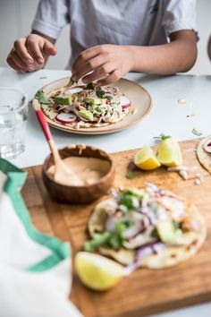 Pull dinner together in 15 minutes with Supermarket Roast Chicken Tostadas and Yogurt Coleslaw loaded with fresh veggies and spicy crema! Barbecue Chicken, Roast Chicken, Bbq, Jai Faim, Chicken Tostadas, Coleslaw, Easy Dinner Recipes, Food Inspiration, Love Food