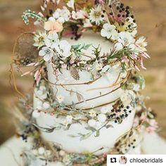 #Repost @chloebridals   Such a beautiful rustic cake! #weddingcake #weddingcakeideas #weddingcakeinspo #gettingmarried #weddinginspo #delicious
