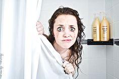 Eh non on ne se démaquille pas simplement avec le jet de la douche !