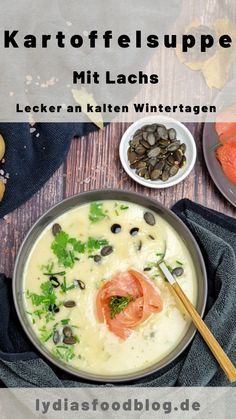 Eine festliche Kartoffelsuppe, einfach gemacht Potato soup with salmon. Simply solo or as a great introduction to a menu. Thanks to the salmon and fresh herbs, this classic potato soup is pure enjoyment for all soup lovers. soup pour un dîner sain Crock Pot Recipes, Potato Recipes, Casserole Recipes, Pasta Recipes, Soup Recipes, Chicken Recipes, Chicken Bacon, Healthy Dinner Recipes, Vegetarian Recipes