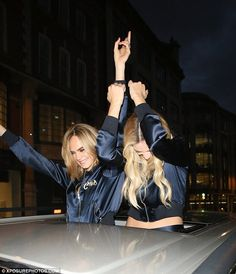 August Cara Delevingne & Margot Robbie arriving at their hotel after the Suicide Squad premiere in London Margot Elise Robbie, Actress Margot Robbie, Jane Porter, Sharon Tate, Martin Scorsese, Tarzan, Cara Delevingne, Gold Coast, Harley Quinn