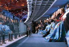 图片中的世界:2014三联回顾 俄罗斯   冬奥会开幕式  2月7日晚,第22届冬季奥运会在俄罗斯索契开幕。俄罗斯总统普京、俄罗斯前有舵雪橇运动员伊利娜·斯科沃尔佐娃、国际奥委会主席巴赫和联合国秘书长潘基文出席开幕式。伊利娜2009年在训练时受伤,4年多来,她凭着坚强的毅力恢复健康,但还是无奈地结束了运动生涯。
