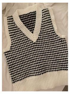 Cute Crochet, Knit Crochet, Knit Fashion, Fashion Outfits, Diy Vetement, Vest Pattern, Crochet Clothes, Crochet Top Outfit, Diy Clothing