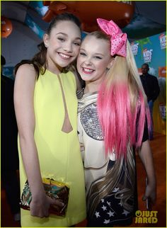 JoJo and Maddie are WORKIN' the red carpet at the 2016 Kids' Choice Awards!
