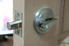 Burglar Proof Your Doors - Contact a trusted Licensed locksmith to purchase the product. Avoid the big box stores like Home Depot. These locks are purchased so often, thieves practice on them to gain access faster. Home Security Tips, Safety And Security, Home Security Systems, Home Protection, Home Safes, House Windows, Alarm System, Exterior Doors, Home Depot