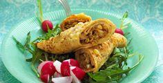 Fylte pannekaker med kål og pølser Turkey, Meat, Chicken, Recipes, Food, Beef, Meal, Rezepte, Eten