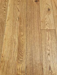 Dub slavonian golden masívna podlaha olej kartáč Hardwood Floors, Flooring, Bamboo Cutting Board, Texture, Crafts, Wood Floor Tiles, Surface Finish, Wood Flooring, Manualidades