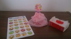 Take home treat Lesson 5. The children selected a crying/sad face and a happy face sticker for each side of lolly pop. Tissue paper dress covers stick for child to hold and twirl around to show the widow of Zarephath crying when her son died and happy when he was raised to life. Jelly baby in matchbox to represent her son. Dress Covers, Lolly Pop, Jelly Babies, Face Stickers, Sad Faces, Sunday School, Tissue Paper, Raising, Crying