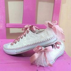 ^ For a casual wedding, prom or just because you like to wear some pretty, check this out. You could even start small with some pretty ribbon laces. Don't forget, you've got the style to pull this off! Zapatos Bling Bling, Bling Converse, Bling Shoes, Glitter Shoes, Prom Shoes, Converse Tenis, Wedding Sneakers, Wedding Converse, Bridal Shoes