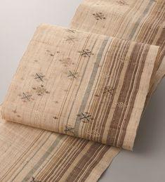 喜如嘉の芭蕉布   伝統的工芸品   伝統工芸 青山スクエア Fabric Yarn, Kimono Fabric, Japanese Sewing, Japanese Kimono, Textile Patterns, Print Patterns, Textiles, Kimono Pattern, Weaving Projects