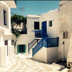 Hidden alleys at Mykonos Little venice... Find more hidden activities in Mykonos http://www.uplivinggreece.com/Mykonos-2/Things-to-do-in-Mykonos-9 #mykonos