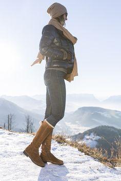 Mit Deinen warmen Paul Green Stiefeln meisterst Du mit Leichtigkeit jede Herausforderung. #paulgreen #happynewyear  #derschuhmeineslebens www.paul-green.com Dna, Paul Green Shoes, Challenges, Boots, Gout
