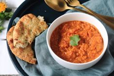 Super snel … Delicious Indian dahl with red lentils, coconut milk and tomato cubes. Super fast and easy to make. Delicious with rice or naan bread! Pureed Food Recipes, Indian Food Recipes, Vegan Recipes, Ethnic Recipes, I Love Food, Good Food, Yummy Food, Healthy Food, Easy Delicious Recipes