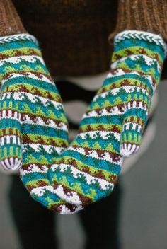 Ravelry: Kanagawa Mittens pattern by Kirsten Kapur Knitted Mittens Pattern, Knit Mittens, Knitted Gloves, Knitting Socks, Knitting Patterns, Wrist Warmers, Hand Warmers, Yarn Ball, Fair Isle Knitting