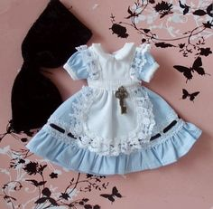 This would be perfect for Grace's Mad Hatter Tea party birthday!