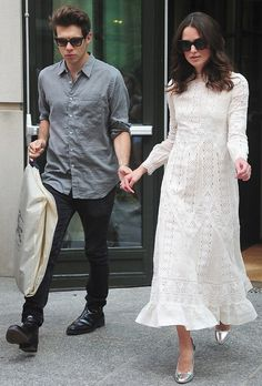 "Loving this but then love Valentino.On her way to an appearance on ""The Daily Show with Jon Stewart,"" Keira Knightley wore a delicate Valentino frock from the latest collection for resort. [Photo by Alo Ceballos/GC Images] Keira Knightley Style, Keira Christina Knightley, Shorts Longs, Valentino Dress, Valentino Resort, Stylish Couple, Mode Chic, Red Carpet Dresses, Mode Inspiration"