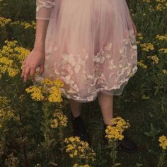 Find images and videos about girl, pink and dress on We Heart It - the app to get lost in what you love. Angel Aesthetic, Aesthetic Vintage, Pink Aesthetic, Jardim Natural, Princess Aesthetic, Summer Aesthetic, Aesthetic Pictures, Ball Gowns, Photoshoot