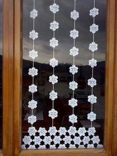 Im Frühjahr renovieren Sie Ihr Haus. Crochet Snowflake Pattern, Crochet Garland, Crochet Curtains, Crochet Decoration, Crochet Home Decor, Crochet Art, Crochet Motif, Crochet Doilies, Crochet Flowers