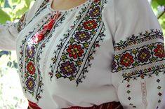 Folk Fashion, Womens Fashion, Christmas Embroidery, Cross Stitch Patterns, Needlework, Costumes, Sewing, Dresses, Style