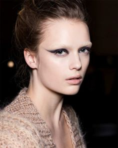 Love a swooped eyeliner with a bleached brow