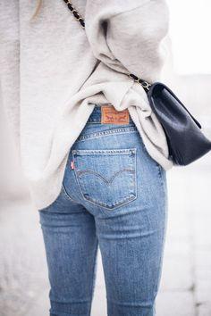 light wash denim and oversized sweaters #fallstyle #styleblogger #fashionista
