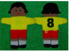 Footballer handpuppet knitting pattern (see additional instructions for sewing hair and number on shirt) Glove Puppets, Hand Puppets, Finger Puppets, Senior Crafts, Crafts For Seniors, Craft Patterns, Knitting Patterns, Crochet Patterns, Shoebox Crafts